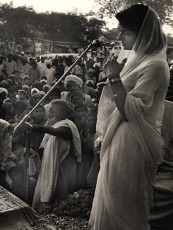 Maharani Gayatri Devi campaigning for the Jaipur constituency for the Swatantra Party.