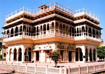 Mubarak Mahal: Part of the City Palace complex of Jaipur used to be the guest house for visiting dignitaries of Maharaja. However, it now is the Maharaja Sawai Man Singh II Museum.