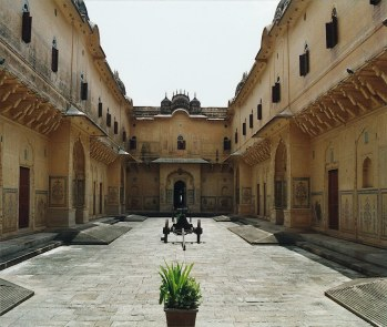 Nahargarh Fort Palace: Copyright© of the photograph of Nahargarh Fort is property of www.shunya.net. All rights reserved.