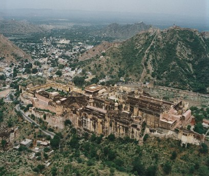 Amber Fort as viewed from the above. Copyright© of the photograph of Amber Fort is property of www.shunya.net. All rights reserved.