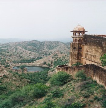 Jaigarh Fort: Copyright© of the photograph of Jaigarh Fort is property of www.shuna.net. All rights reserved.